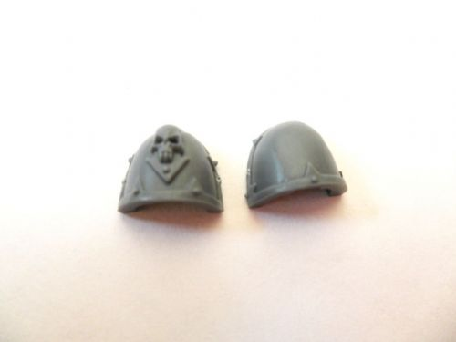 chaos space marine shoulder pads (random)